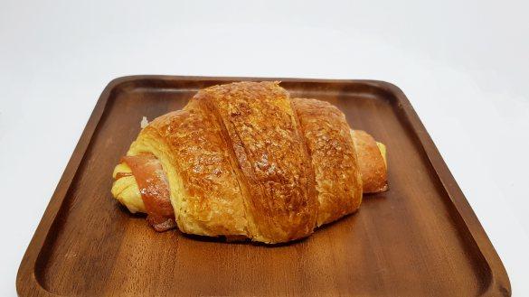 ครัวซองท์แฮมชีสอบสำเร็จแช่แข็ง (Croissant Ham Cheese)  (อบสำเร็จ 80%)