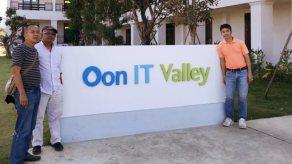 ดร.ตะวัน ผู้เชี่ยวชาญด้านข้าวอินทรีย์ และคุณหมึกจาก Silicon Valley เข้าเยี่ยม OV