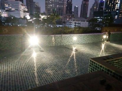 เปลี่ยนไฟสระว่ายน้ำ สุขุมวิท 22  (GM-HIGHT)