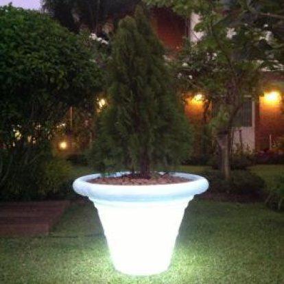 เฟอร์นิเจอร์เรืองแสง อีกทางเลือกของการตกแต่งบ้านและสวนสมัยใหม่