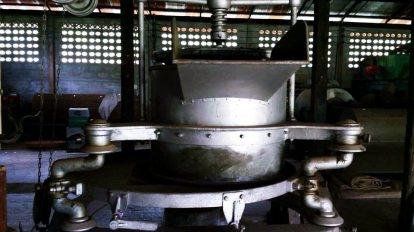 The Old Tea Leaves Grinding Machine at Wawee Tea Factory เครื่องจักรโม่ชาแบบโบราณ ... ตำนานที่ยังหายใจ