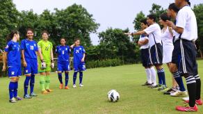 เตะฟุตบอล